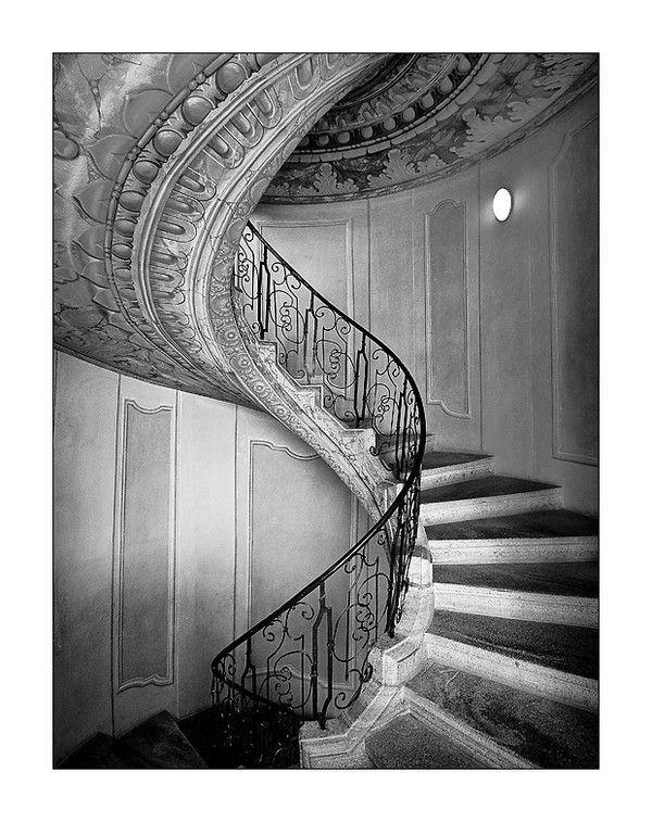 escaliers noir et blanc. Black Bedroom Furniture Sets. Home Design Ideas
